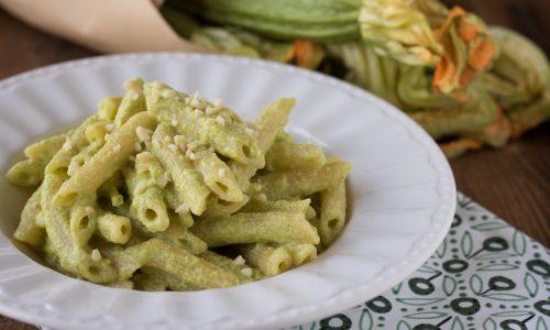Pasta con crema di zucchine e mandorle