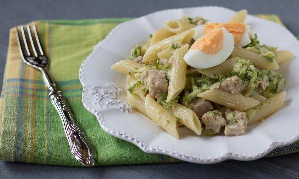 Pasta fredda con zucchine tonno e uova