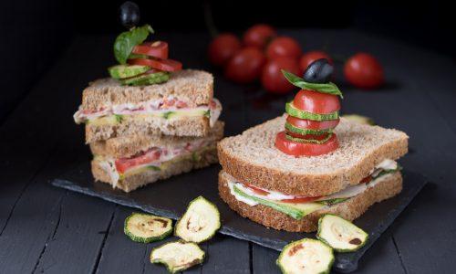 Sandwich integrale al tacchino e zucchine grigliate