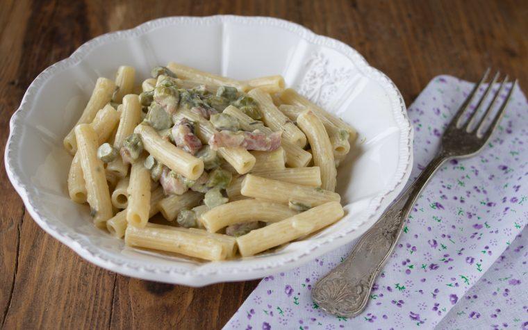 Pasta cremosa con asparagi e speck