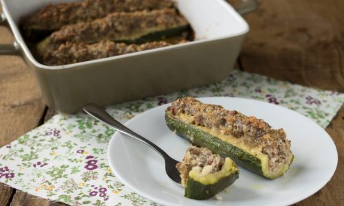Zucchine ripiene di carne e mandorle a barchetta
