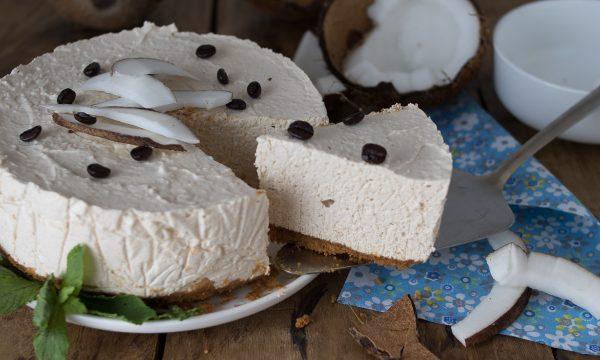 Torta fredda allo yogurt con caffè e cocco