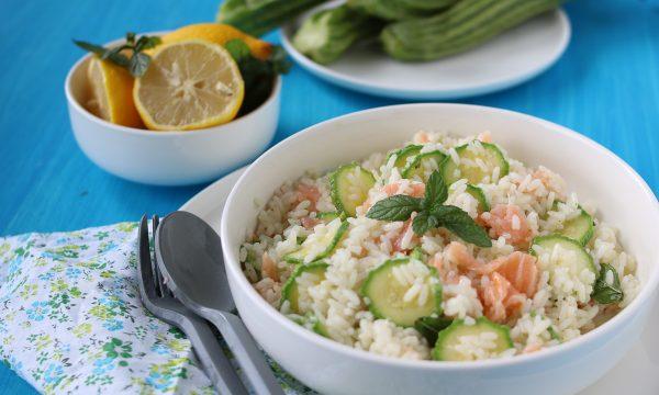 Insalata di riso con salmone affumicato