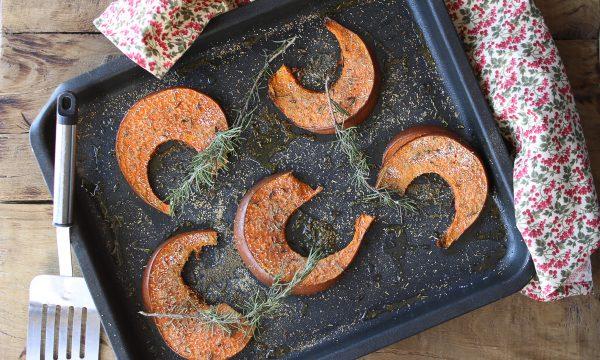Fette di zucca con aromi cotte in forno