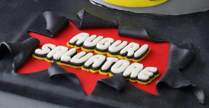 torta di batman in pasta di zucchero