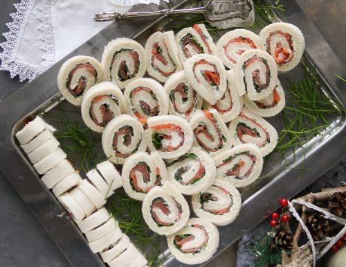 Alberello di tartine al salmone e rucola