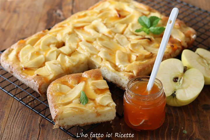 torta di mele con la marmellata