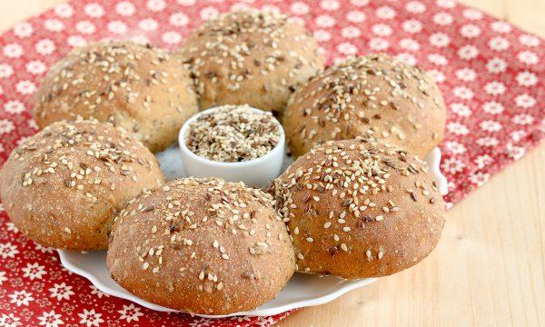 Panini con farina integrale e semi di girasole o misti