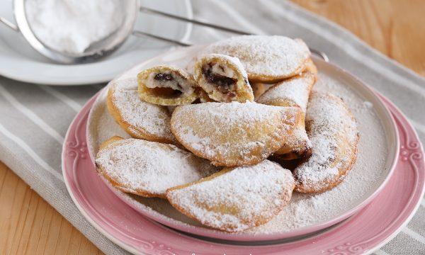 Ravioli dolci di carnevale con la ricotta