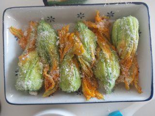 Fiori di zucchine ripieni di ricotta