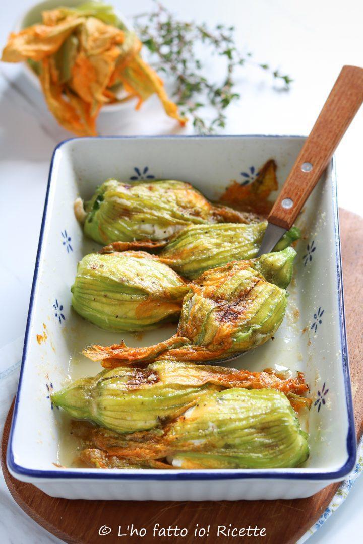 fiori di zucchine ripieni di ricotta al forno