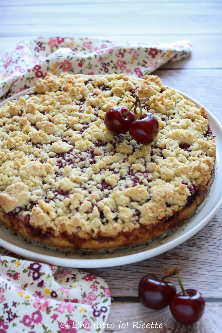 Ricetta della torta sbriciolata con le ciliegie