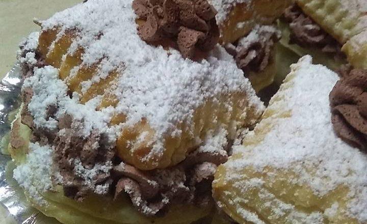 Dolcini di pasta sfoglia con ganache di panna al cacao