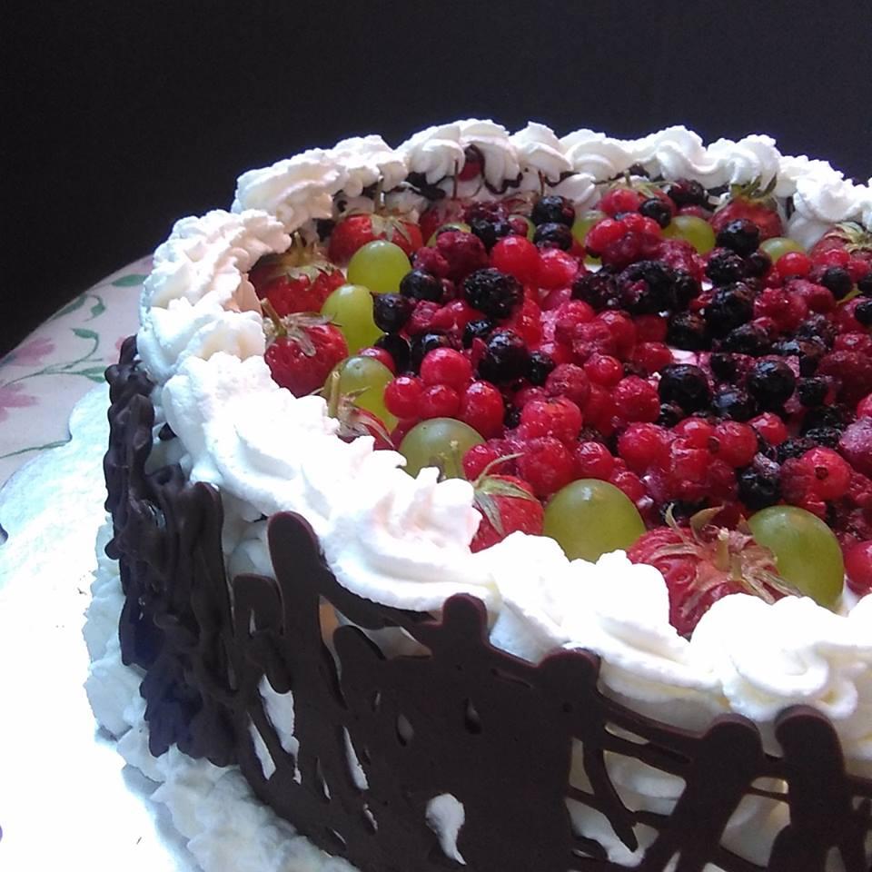 Torta di compleanno con panna frutta e bagna al Marsala