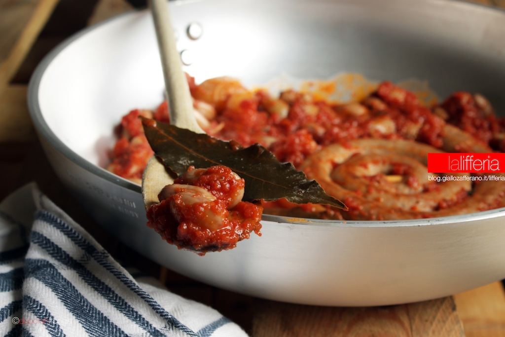 Spirali di salsicce e fagioli