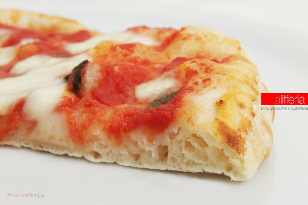 Pizza tonda con pietra refrattaria - Forno con pietra refrattaria ...