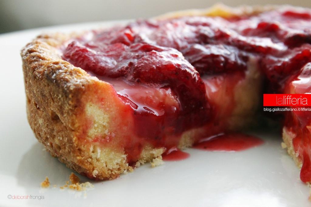 Crostata con salsa di fragole
