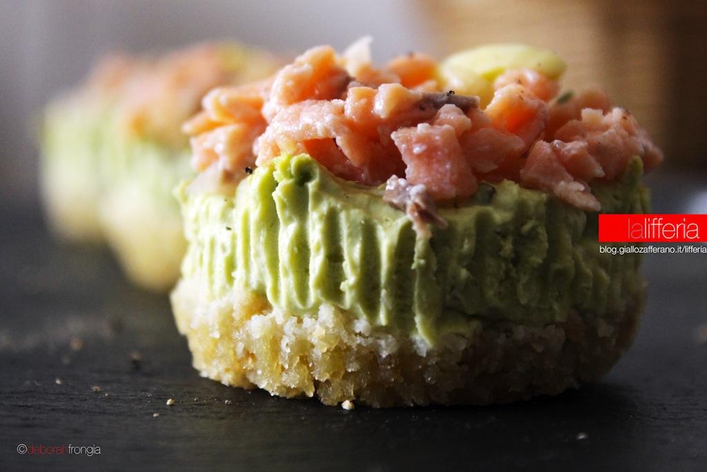 Cheesecake con avocado e salmone affumicato