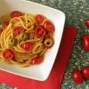 Pasta con pomodorini acciughe e olive