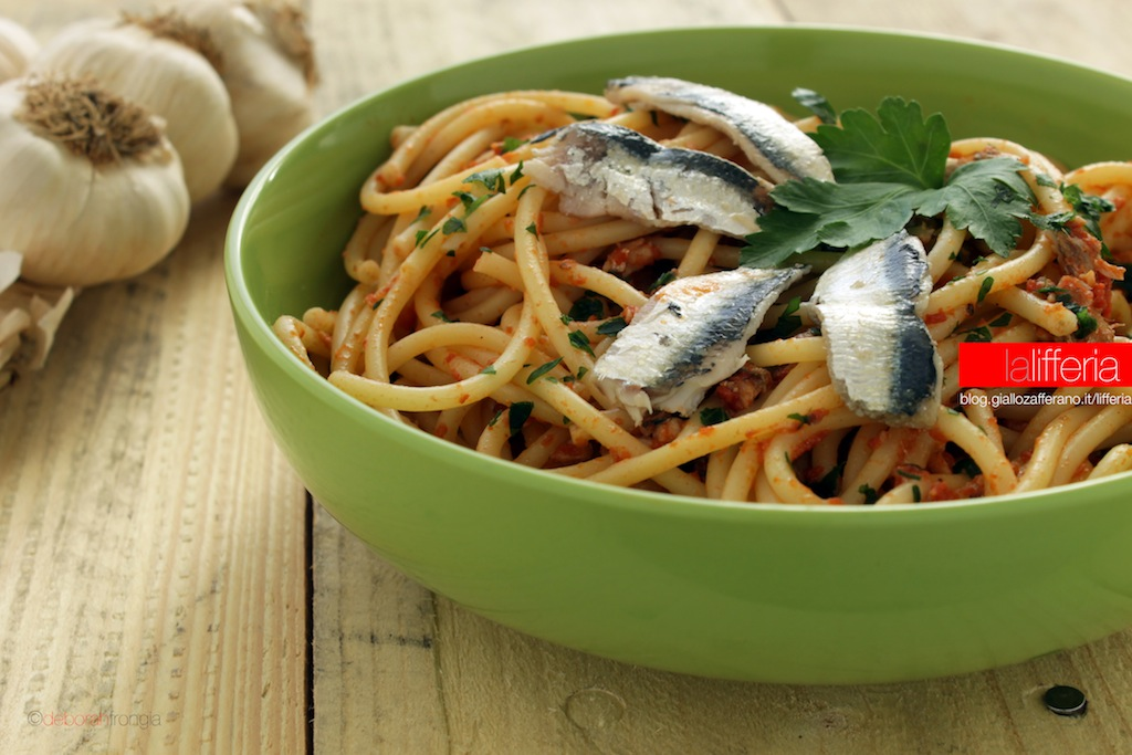 Pasta con sardine fresche | Ricetta semplice