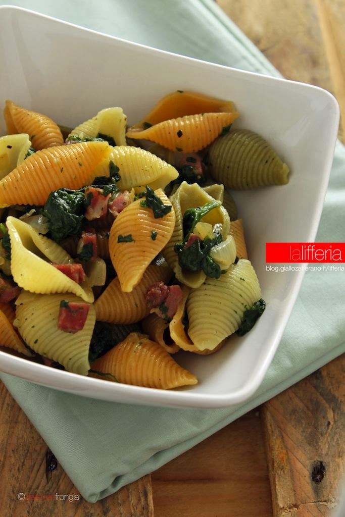 Pasta con prosciutto e spinaci