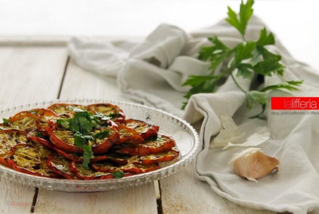 Melanzane rosse grigliate con erbe aromatiche