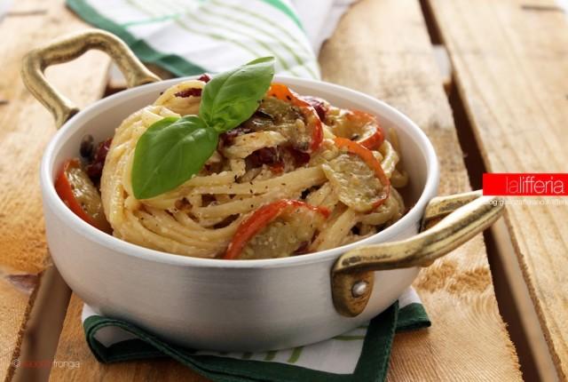 Pasta con melanzane rosse, ricotta e pomodorini confit