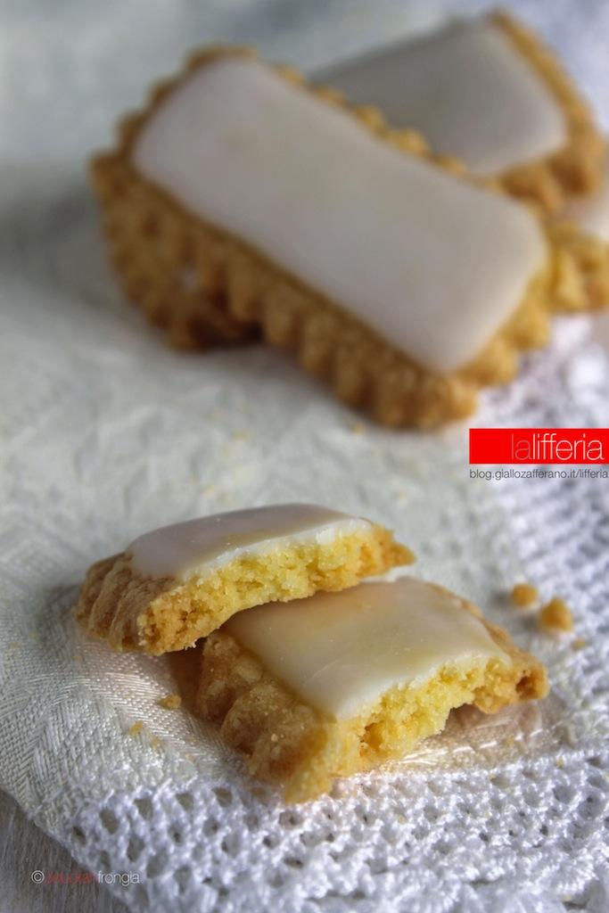 Biscotti morbidi con glassa al limoncello