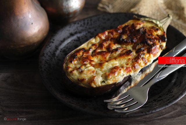 Melanzane ripiene con ricotta e formaggio Ricetta vegetariana