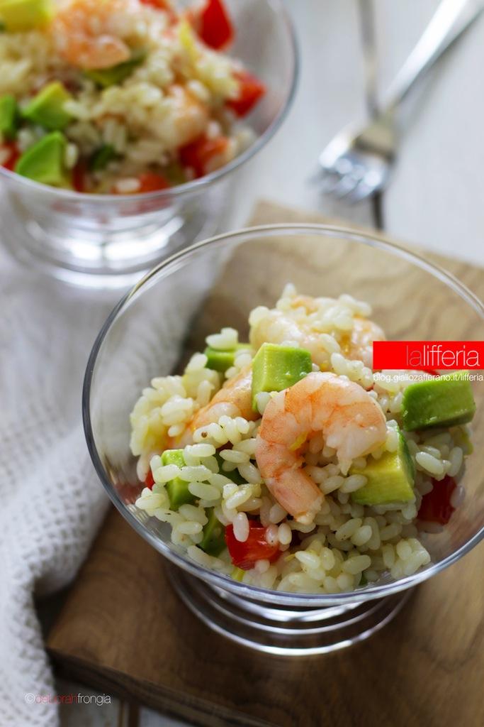 Insalata di riso con gamberi e avocado Piatto facile e veloce