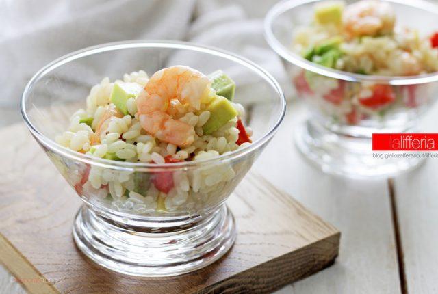 Insalata di riso con gamberi e avocado Ricetta estiva semplce