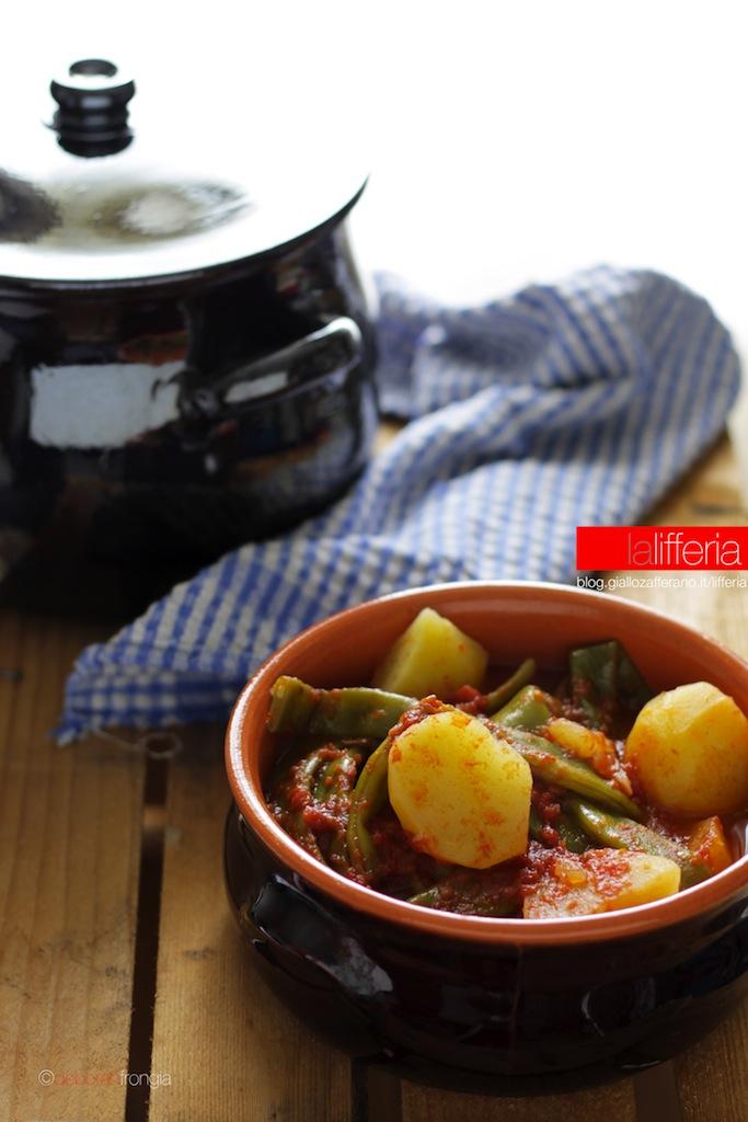 Taccole e patate in umido - Ricetta semplice