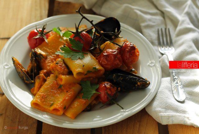 Paccheri con cozze e crema di peperoni - Ricetta facile