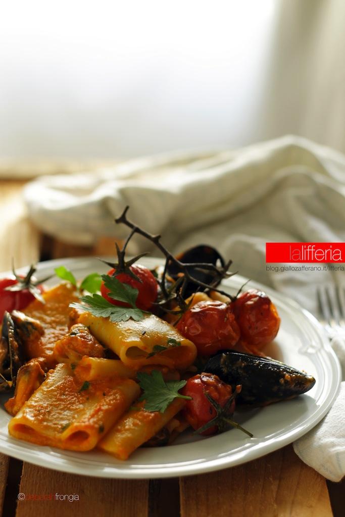Paccheri con cozze e crema di peperoni - Ricetta semplice
