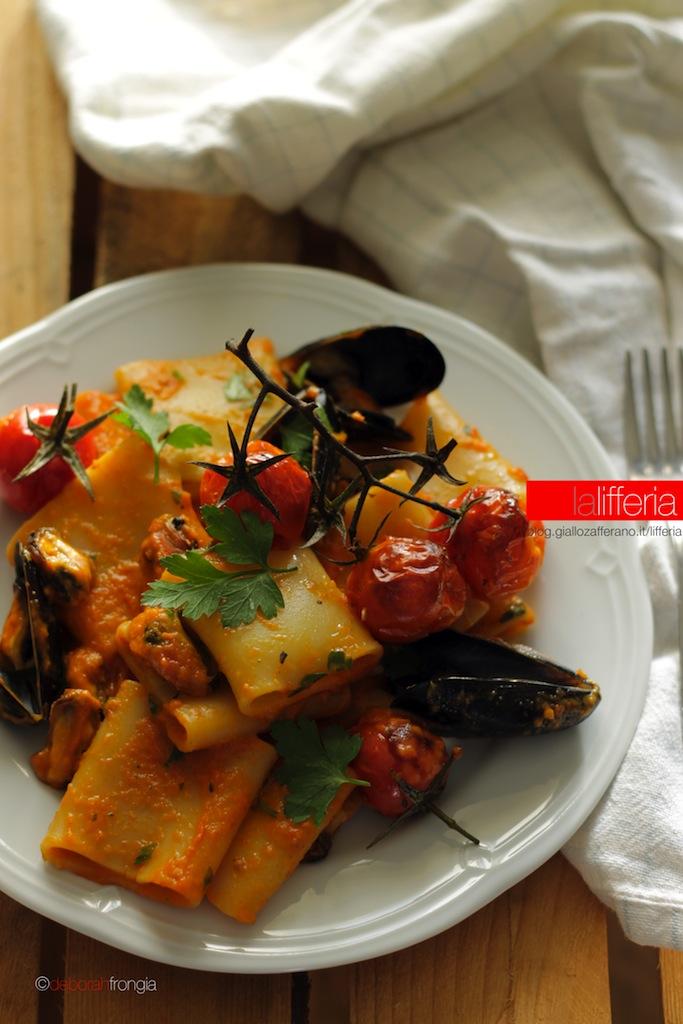 Paccheri con cozze e crema di peperoni - Ricette di pesce
