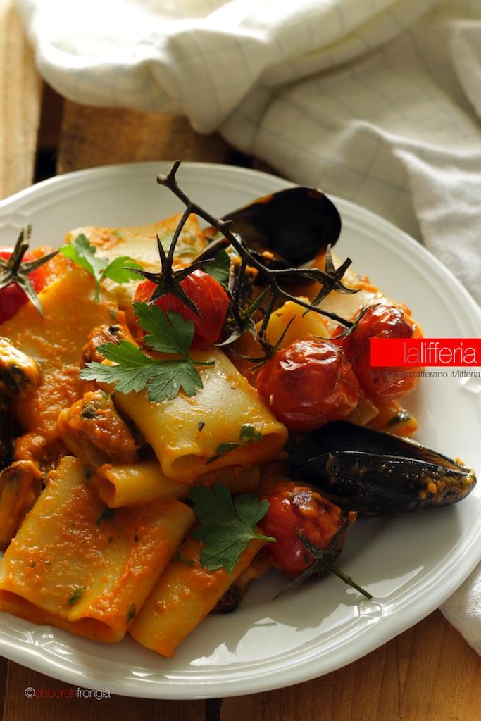 Paccheri con cozze e crema di peperoni - Primo piatto di pesce
