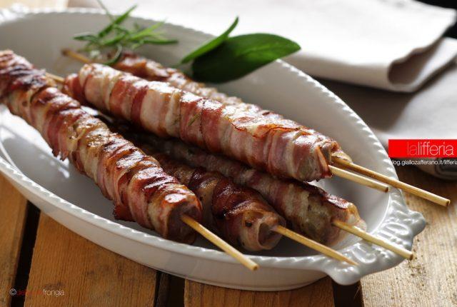 Spiedini di salsiccia e pancetta - Ricetta grigliata