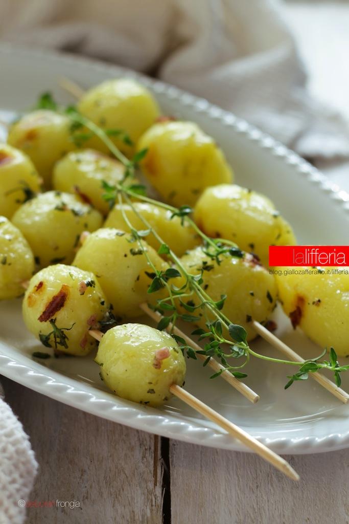 Patate novelle grigliate alle erbe aromatiche - Ricette per grigliata