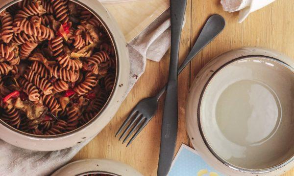 Pasta di lenticchie mopur e verdure grigliate