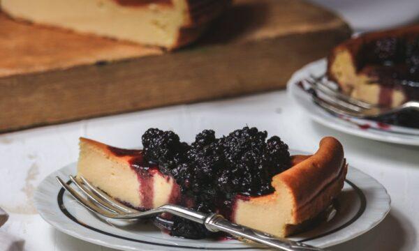 Torta budinosa proteica alla vaniglia