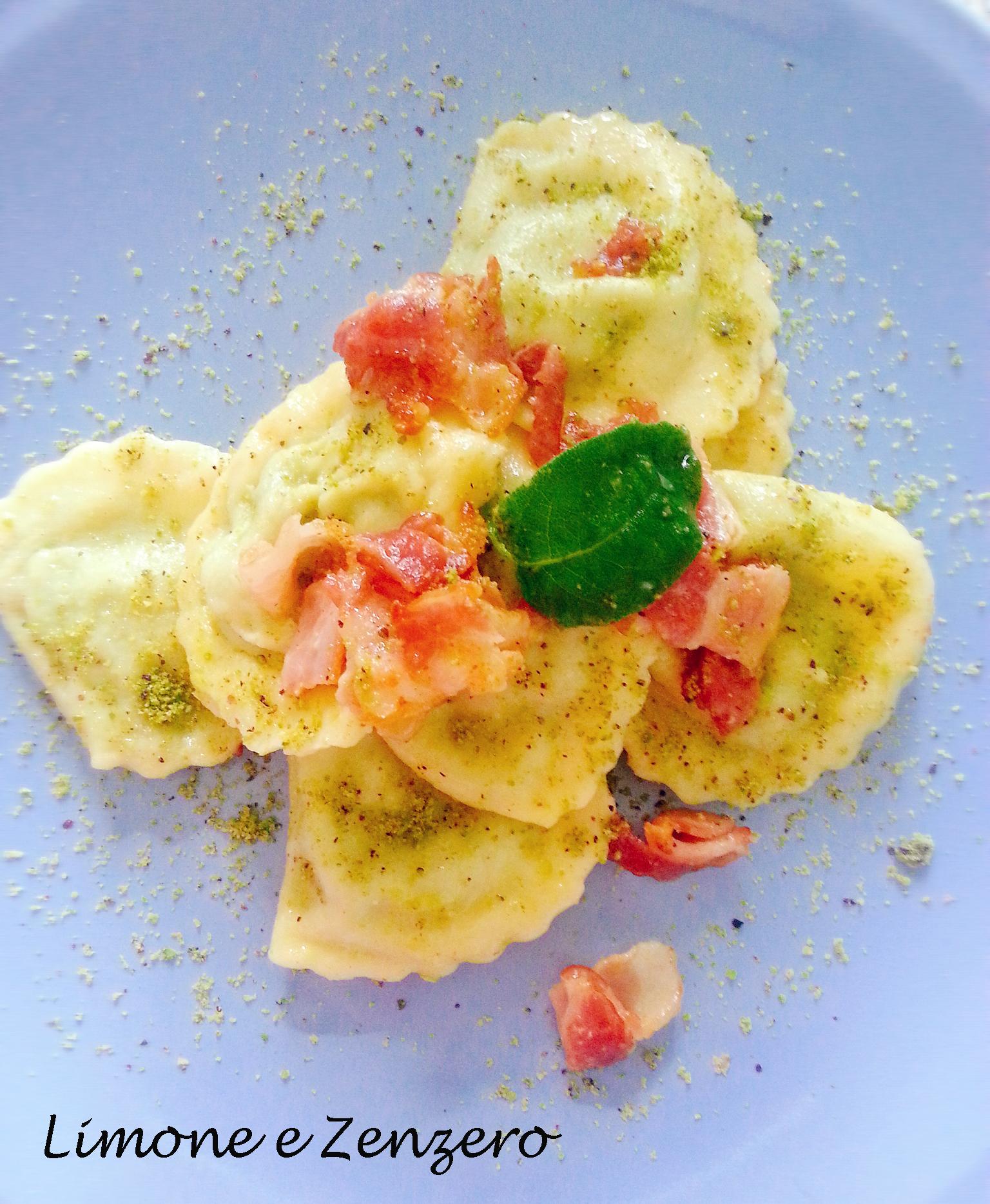 Ravioli ripieni di Piselli e Robiola con Granella di Pistacchi