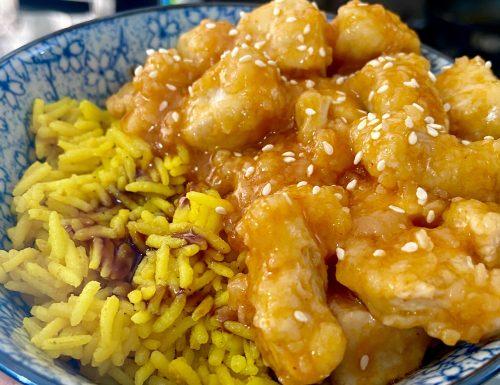 Pollo in agrodolce con riso alla curcuma