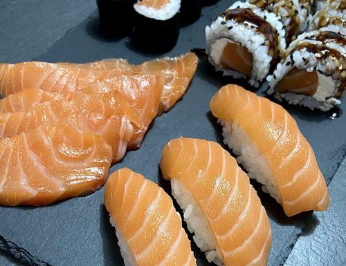SUSHI: Sashimi, Nigiri, Hosomaki e Uramaki. Un video dove vi spiego le preparazioni basi.