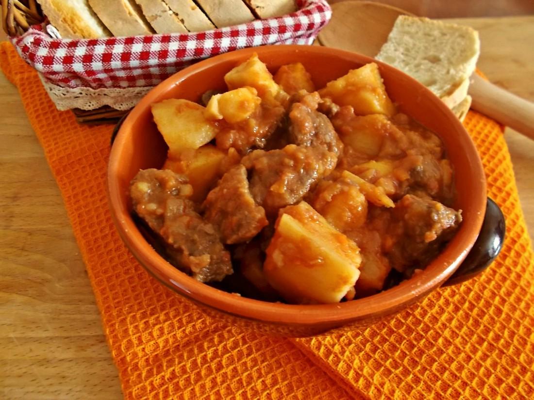 Spezzatino di vitellone e patate al pomodoro
