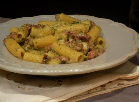 Pasta cremosa, salsiccia zucchine e gorgonzola