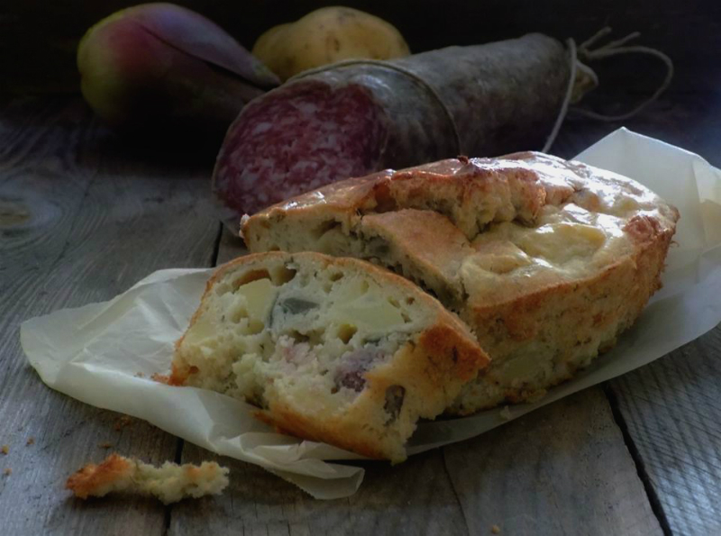 Torta salata con carciofi, patate e Ciauscolo