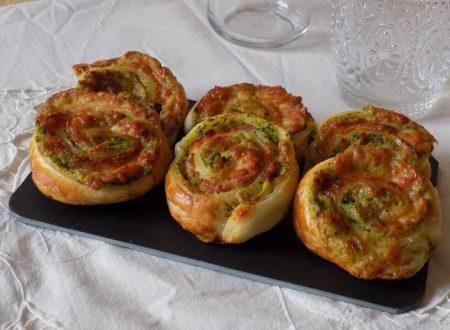 Girelle di sfoglia con zucchine, cotto e formaggio