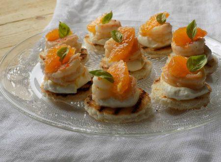 Tartine con mazzancolle e clementine