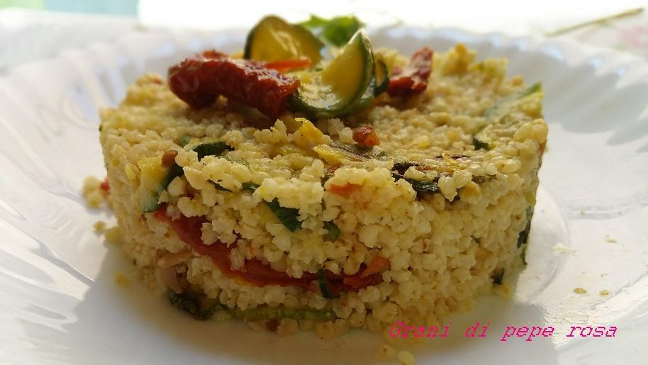 miglio con zucchine e pomodori sott'olio