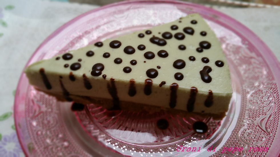 cheesecake fredda allo yogurt panna e crema di pistacchio